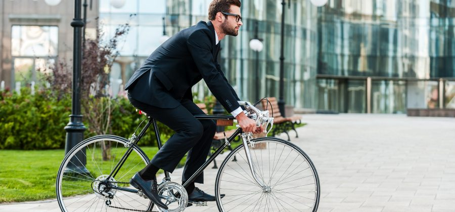 Fahrradfahrer_Buero_shutterstock_311396231_©shutterstock_g-stockstudio
